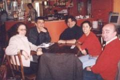 Debatedores após o debate, no Café Matisse