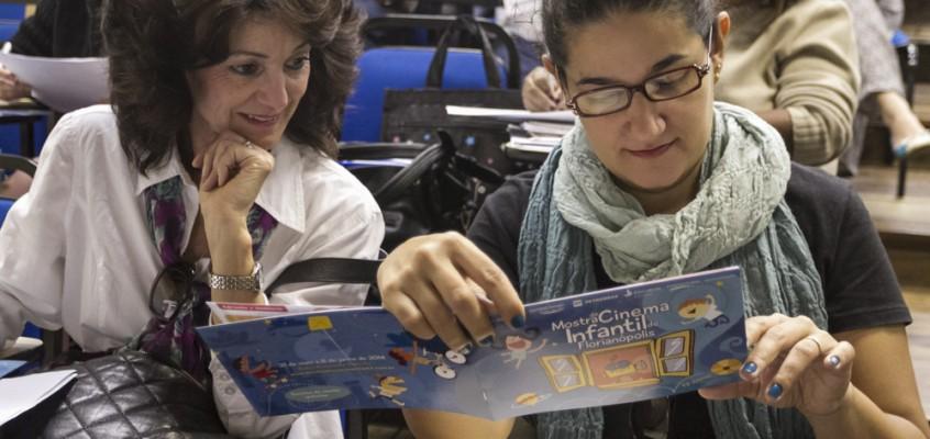 Vídeo: professores são capacitados para receber a Mostra Itinerante em escolas