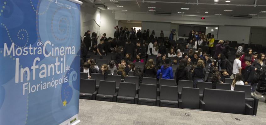 """Vídeo: Sessão Escola Jovem exibe """"História de Amor e Fúria"""""""