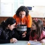 Crianças realizam stop motion em oficina de animação