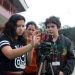 """Oficina """"Brincando de Youtuber"""" leva experiência de fazer cinema para crianças"""